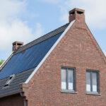 Details metselwerk en zonnepanelen